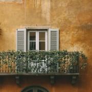 balcony-2606826_1920